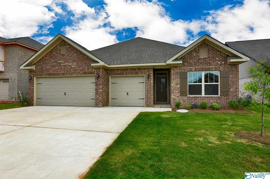 Photo of home for sale at 312 Jubilee Circle, Huntsville AL