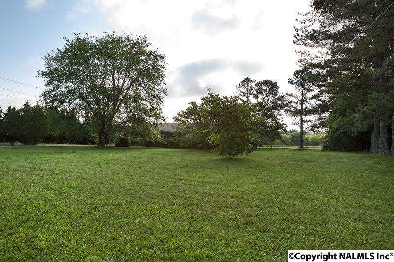 Photo of home for sale at Memorial Parkway North, Huntsville AL