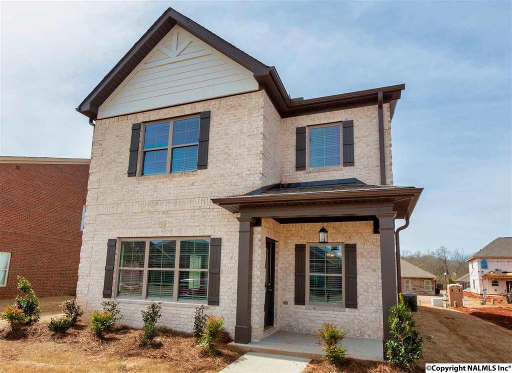Photo of home for sale at Desert Oak Court, Huntsville AL