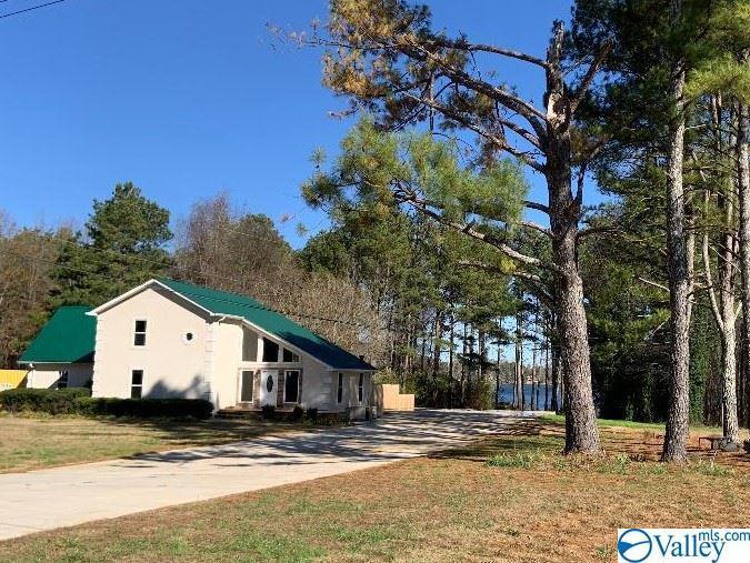 Photo of home for sale at 120 Preston Cove Road, Scottsboro AL