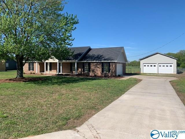 Photo of home for sale at 90 Stephenson Road, Hartselle AL