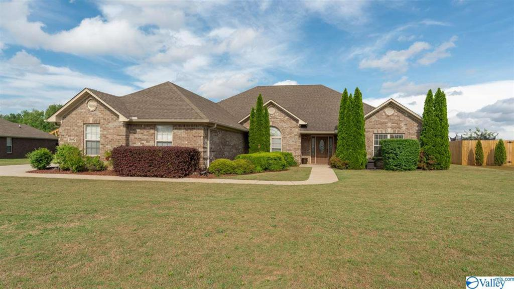 Photo of home for sale at 13692 Summerfield Drive, Athens AL
