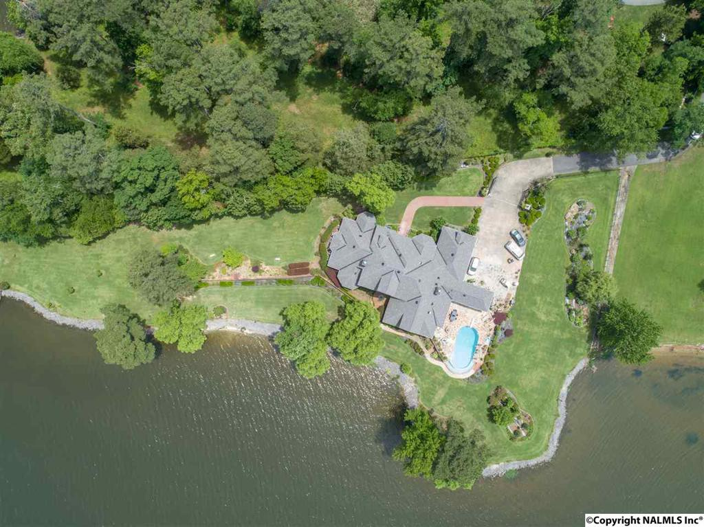 Photo of home for sale at 1501 Signal Point Road, Guntersville AL