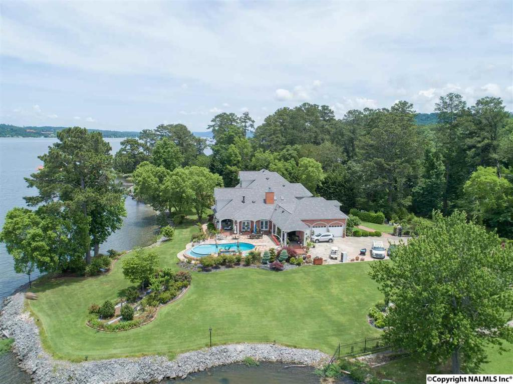 Photo of home for sale at Signal Point Road, Guntersville AL