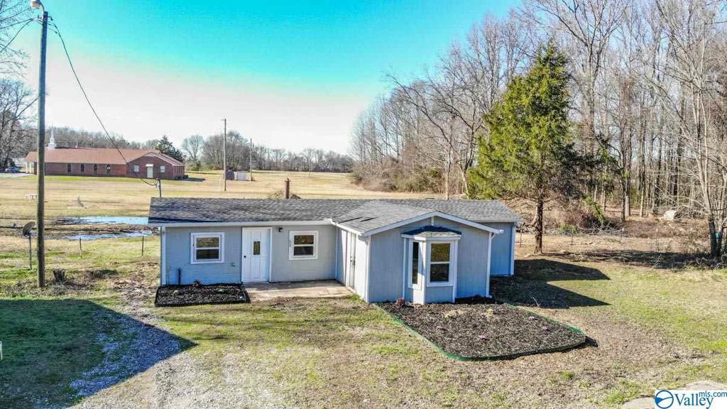 Photo of home for sale at 377 County Road 438, Hillsboro AL