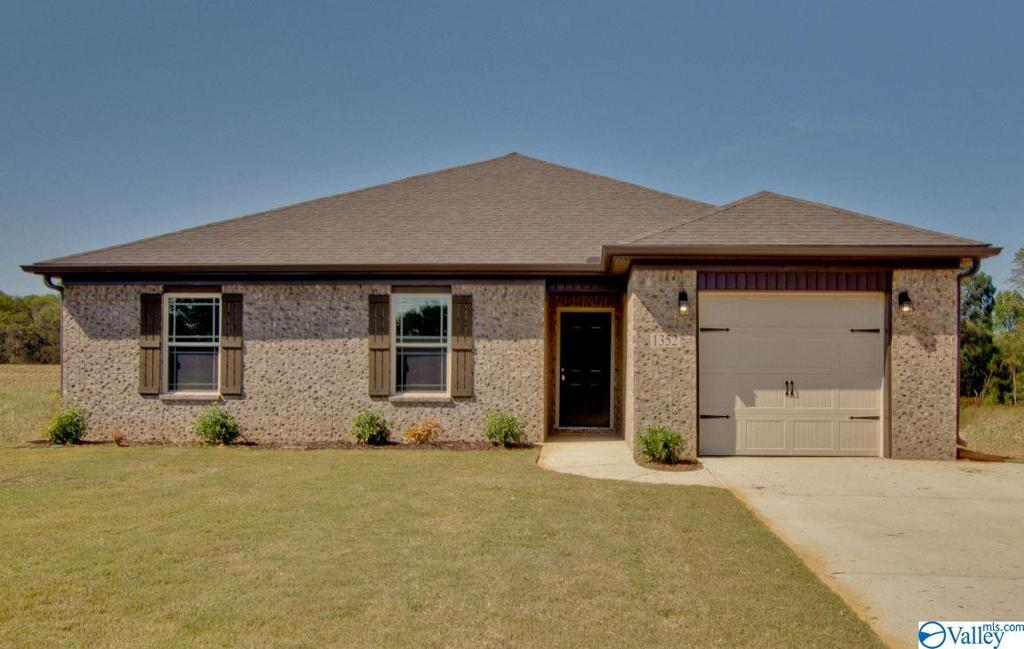 Photo of home for sale at 1340 Mount Lebanon Road, Toney AL
