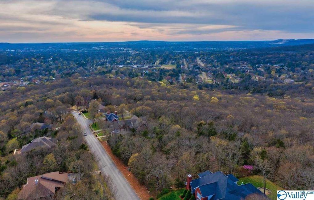 Photo of home for sale at 2505 Oakwood Avenue, Huntsville AL