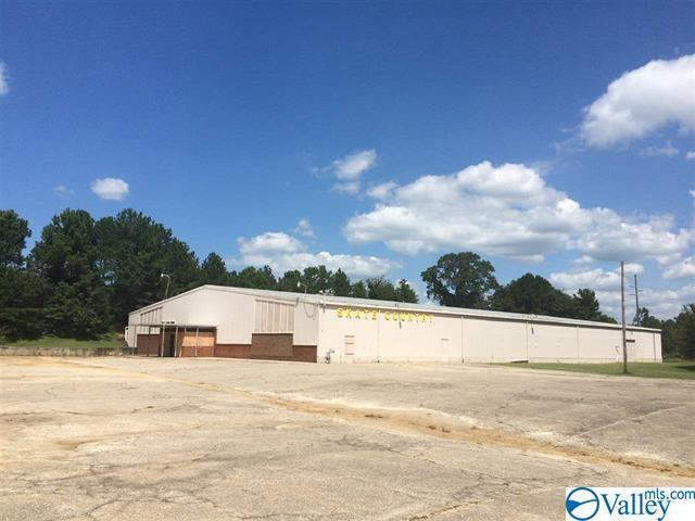 Photo of home for sale at 33 Old Gadsden Highway, Anniston AL