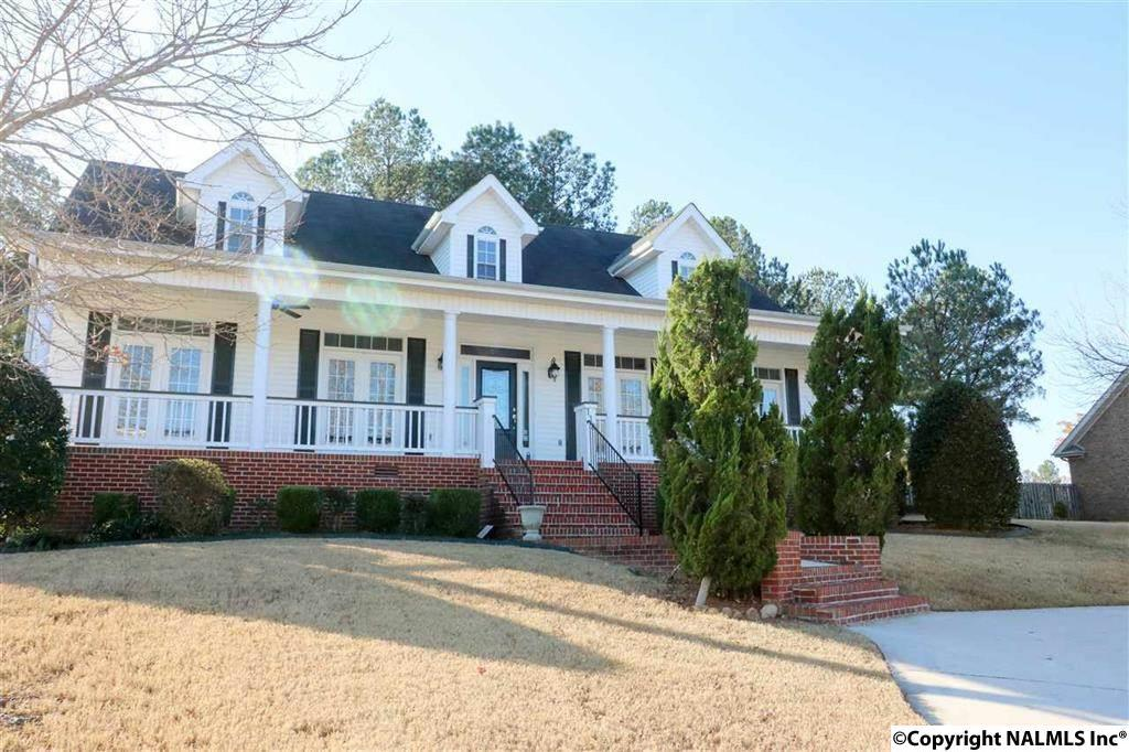 Photo of home for sale at 118 Keystone Drive, Meridianville AL