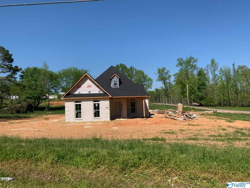 Photo of home for sale at 1040 Charley Patterson Road, New Market AL