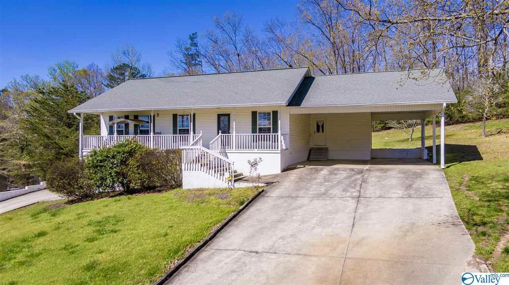 Photo of home for sale at 404 Margaret Thacker Lane, Fort Payne AL