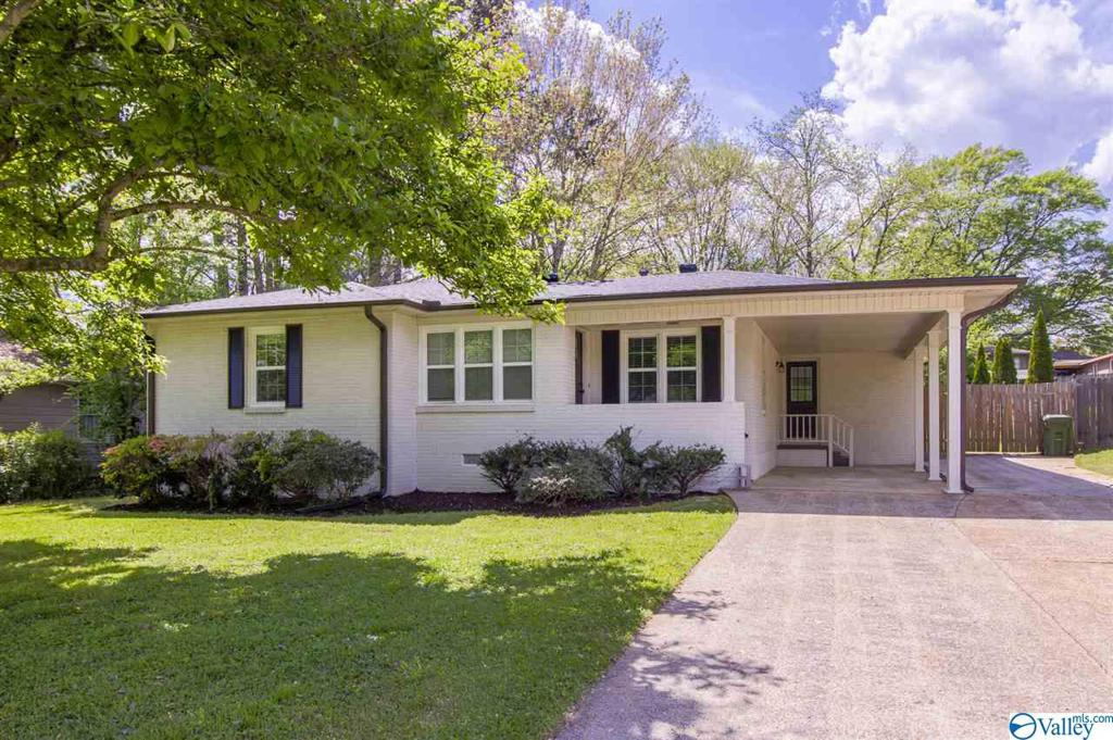 Photo of home for sale at 1108 Owens Drive, Huntsville AL