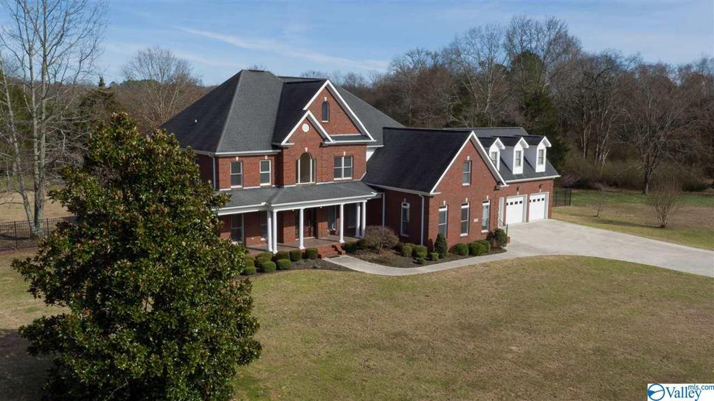 Photo of home for sale at 15350 Pepper Creek Road, Harvest AL