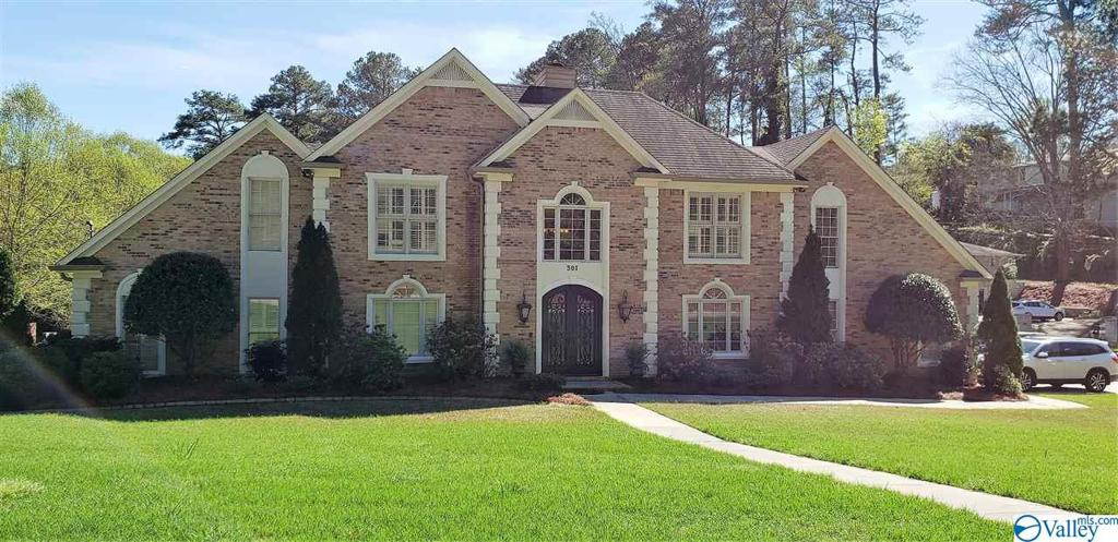 Photo of home for sale at 301 Alpine View, Gadsden AL