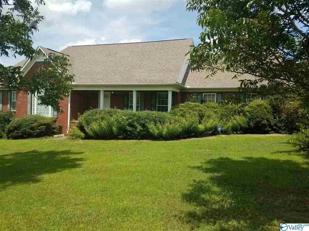 Photo of home for sale at 205 Oak Hill Lane, Arab AL