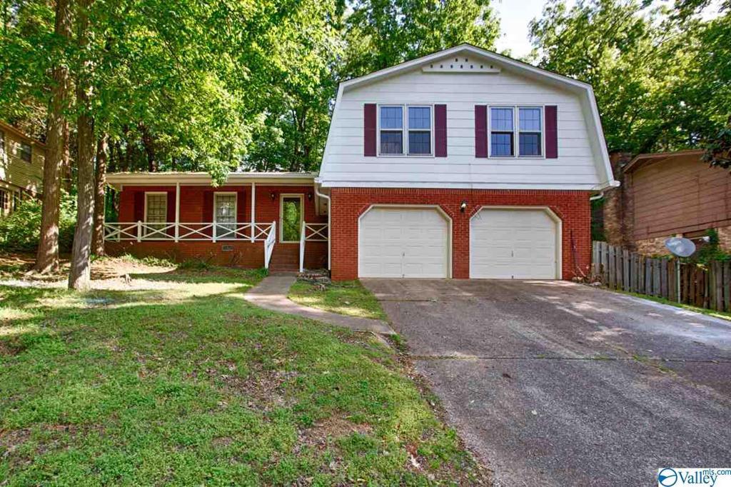 Photo of home for sale at 2614 Belle Meade Drive, Huntsville AL