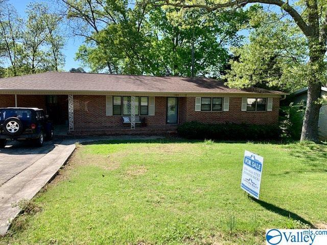 Photo of home for sale at 703 Logwood Road, Hartselle AL