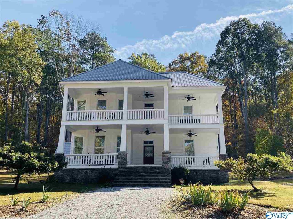 Photo of home for sale at 4 Dekalb Avenue, Collinsville AL