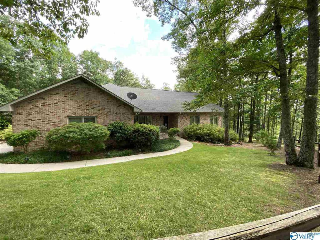 Photo of home for sale at 4085 County Road 42, Steele AL