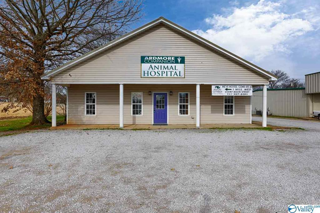 Photo of home for sale at 26889 Main Street, Ardmore AL