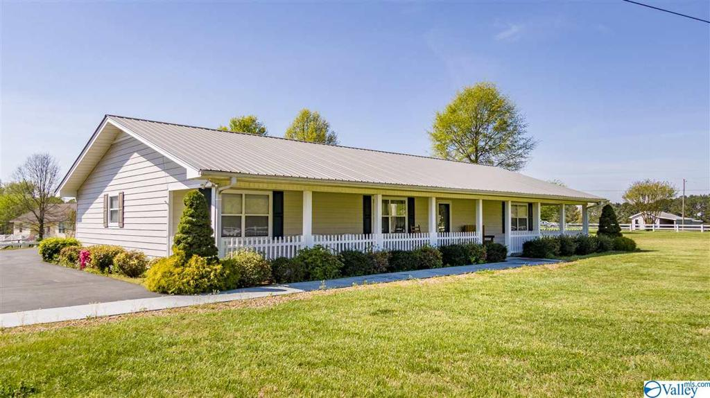 Photo of home for sale at 2643 County Road 94, Rainsville AL