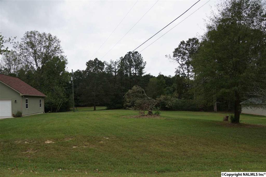 Photo of home for sale at 1802A Woodbreeze Circle, Hartselle AL