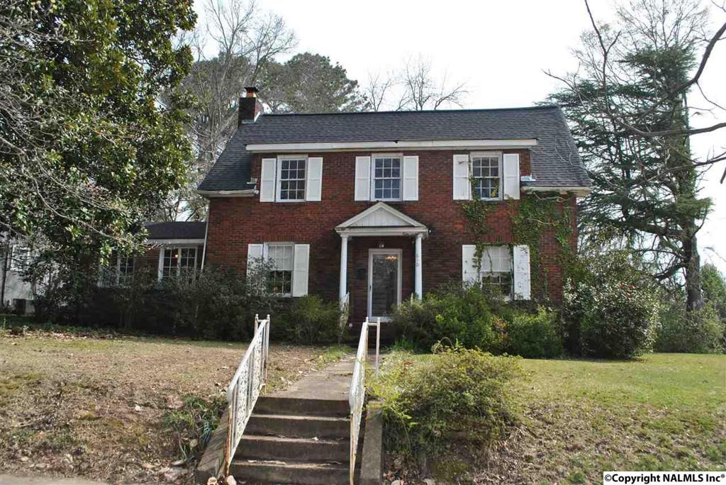 Photo of home for sale at South 5th Street, Gadsden AL
