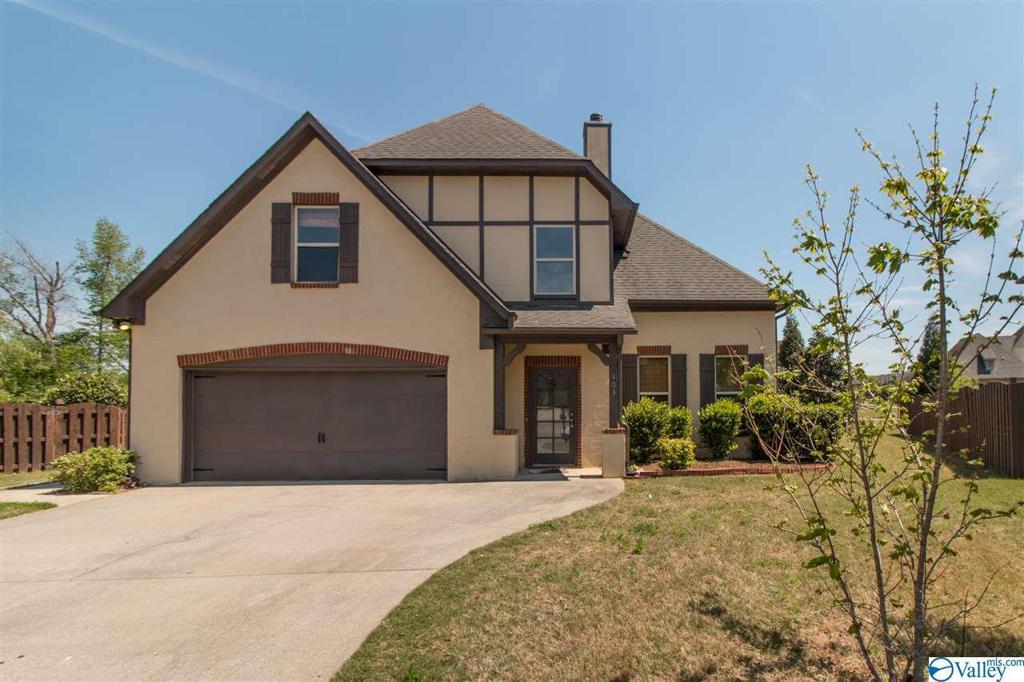 Photo of home for sale at 103 Arbor Hill Lane, Huntsville AL