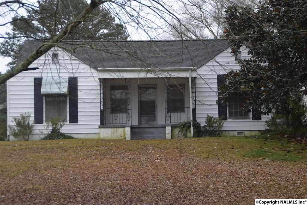 Photo of home for sale at Riverside Drive, Gadsden AL