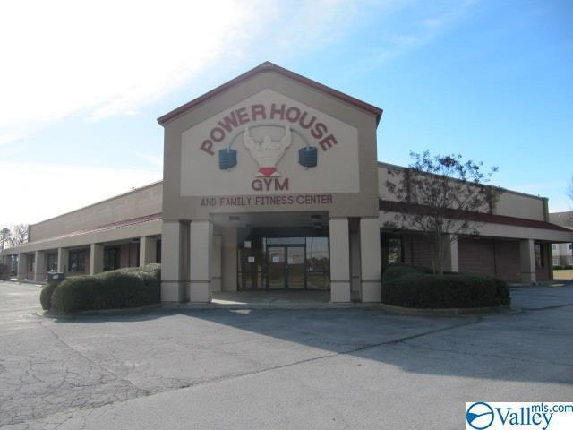 Photo of home for sale at 52 Business Park Drive, Albertville AL