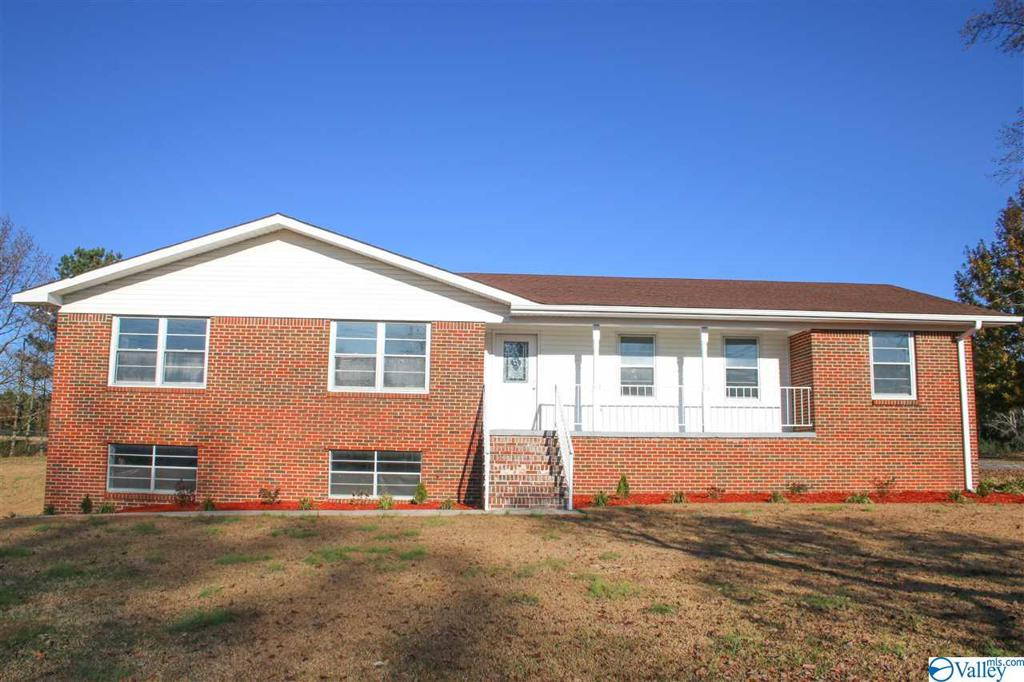 Photo of home for sale at 328 Wesley Avenue, Cullman AL