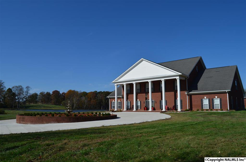 Photo of home for sale at 721 County Road 116, Fort Payne AL