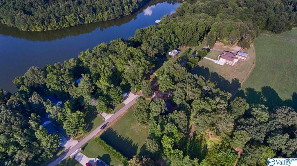 Photo of home for sale at 11 Lakeside Estates Road, Athens AL