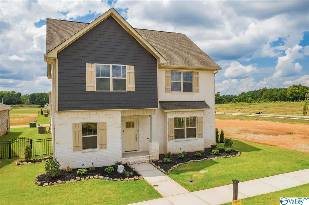 Photo of home for sale at 17311 Brooklawn Street, Athens AL