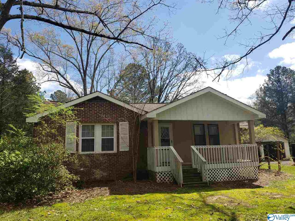 Photo of home for sale at 1194 Pleasant Valley Road, Rainbow City AL