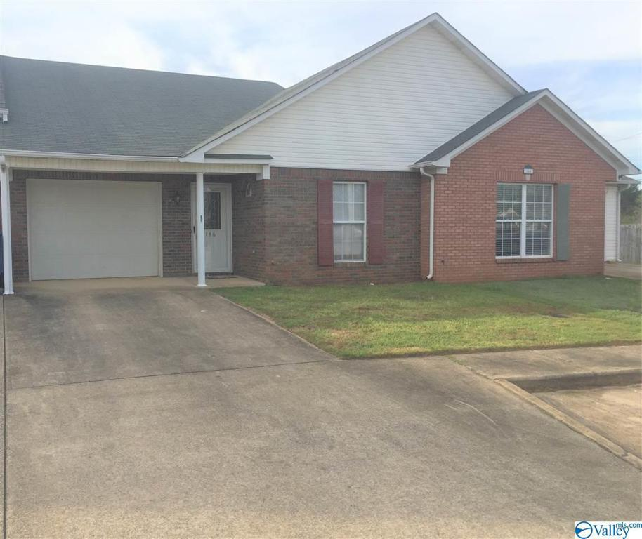 Photo of home for sale at 146 Sycamore Place, Athens AL