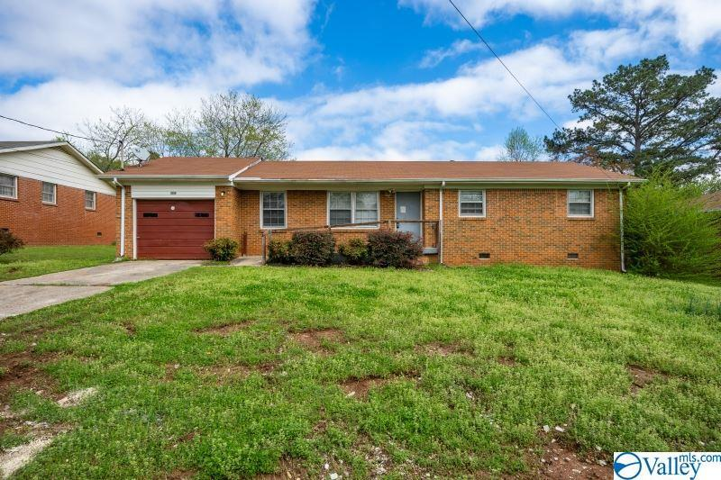 Photo of home for sale at 3308 Teton Drive, Huntsville AL