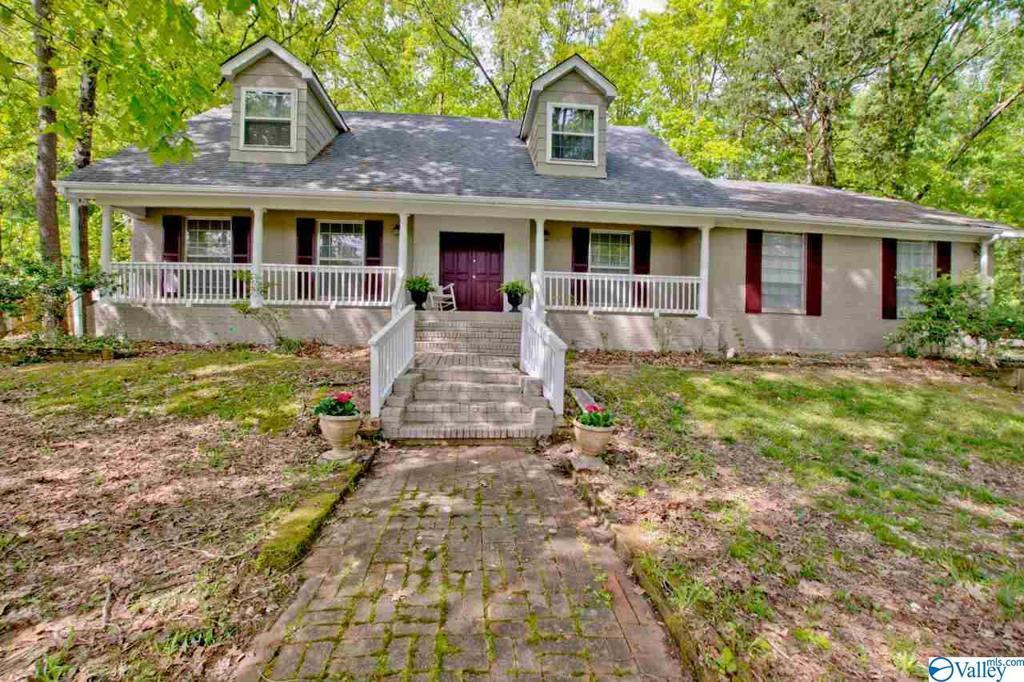 Photo of home for sale at 2509 Vista Drive, Huntsville AL