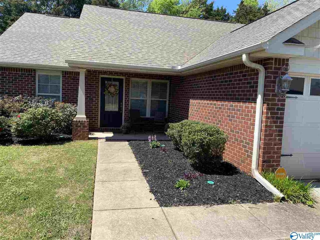 Photo of home for sale at 315 Dovington Drive, Huntsville AL