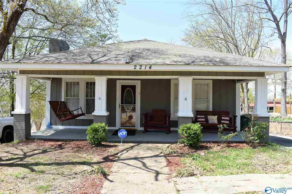 Photo of home for sale at 2214 15th Avenue, Haleyville AL