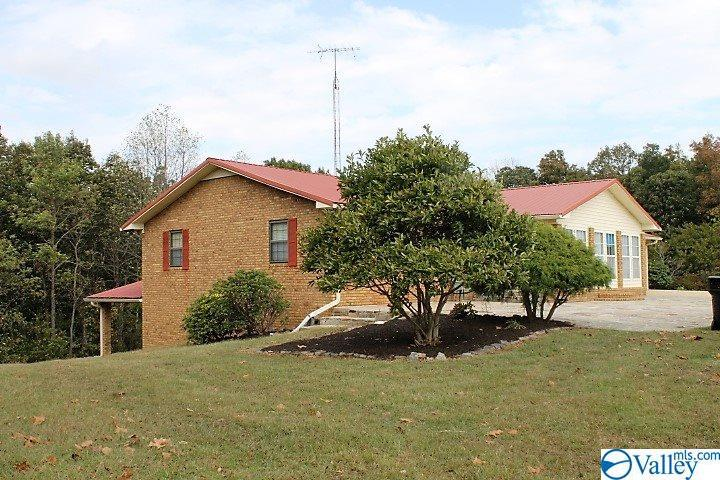 Photo of home for sale at 1904 Dogtown Road, Fort Payne AL