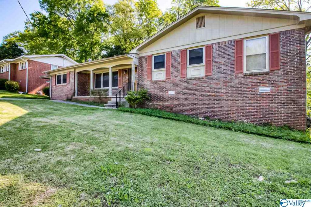 Photo of home for sale at 2010 Rodgers Drive, Huntsville AL