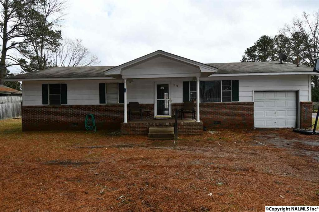 Photo of home for sale at Emanuel Avenue, Gadsden AL
