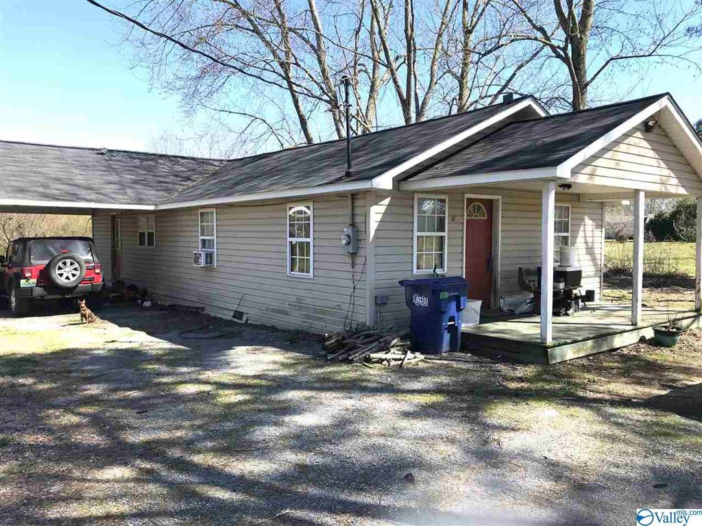 Photo of home for sale at 459 County Road 373, Albertville AL