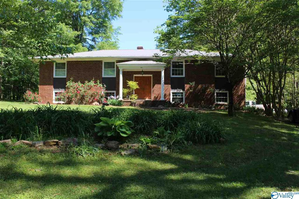 Photo of home for sale at 8604 Union Grove Road, Union Grove AL