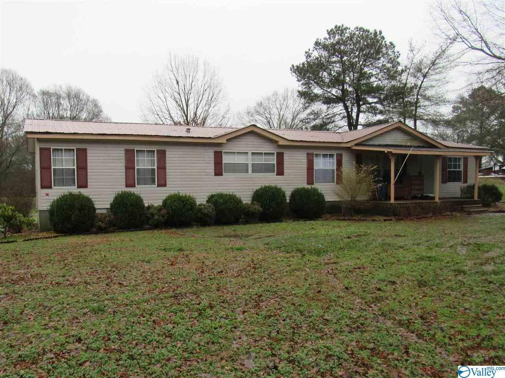 Photo of home for sale at 1303 County Road 15, Boaz AL