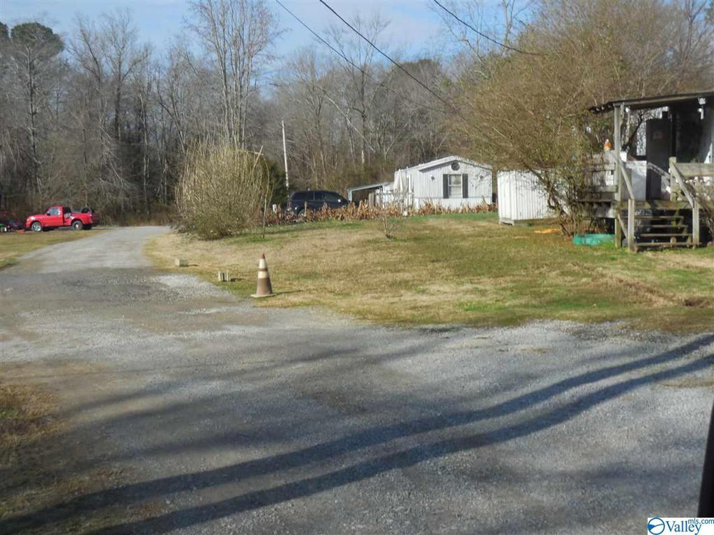 Photo of home for sale at 36 Simmons Road, Hartselle AL