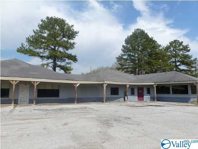 Photo of home for sale at 19521 Hwy 72, Rogersville AL