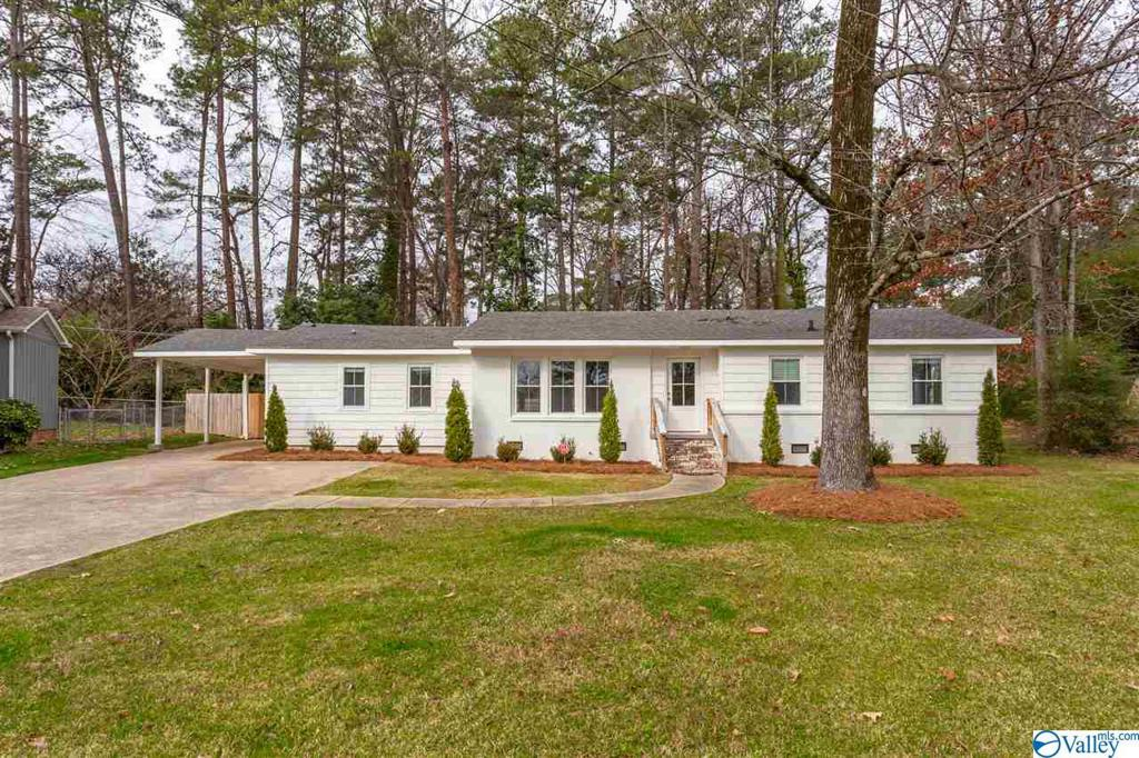 Photo of home for sale at 117 Clubview Circle, Gadsden AL