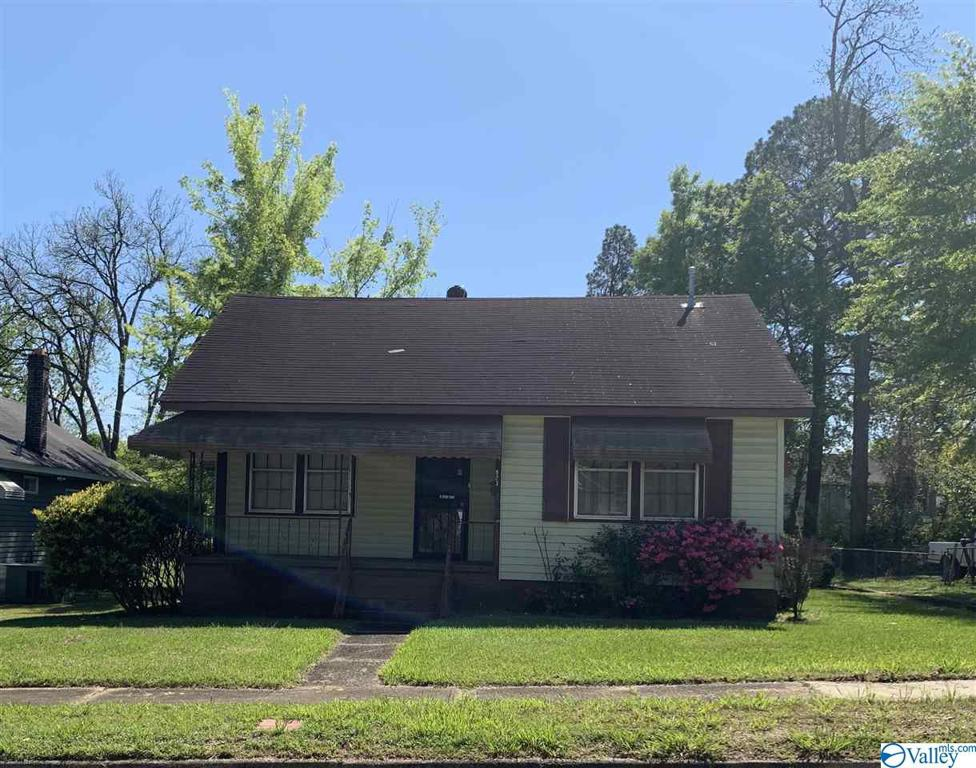 Photo of home for sale at 923 Lay Street, Gadsden AL